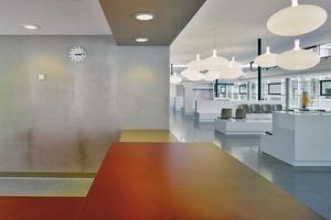 Empfang mit Warte- und Beratungszone im Eingangspavillon