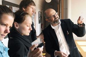 Studierende Mascha Diehm, Martina Freund, Philipp Bauer und Prof. Joachim Deckert<br />