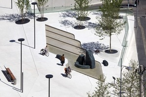 Der Vereinigungsbrunnen wurde in eine abgetreppte, sanft geneigte Brunnenanlage integriert