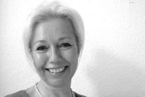 """<div class=""""autor_linie""""></div><div class=""""dachzeile"""">Autorin</div><div class=""""autor_linie""""></div><div class=""""fliesstext_vita"""">Die Autorin Angelika Keitsch, M.A., arbeitet als freie PR-Beraterin, Redakteurin und Texterin u.a. für die Graphisoft Deutschland GmbH.</div><div class=""""fliesstext_vita""""></div><div class=""""fliesstext_vita""""></div><div class=""""fliesstext_vita""""></div><div class=""""fliesstext_vita""""></div><div class=""""autor_linie""""><br /></div><div class=""""fliesstext_vita"""">Informationen: <a href=""""http://www.buildingsmart.de"""" target=""""_blank"""">www.buildingsmart.de</a></div>"""