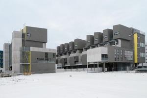 Insgesamt gibt es 100 Wohnungen in Größen von 40 bis 113 m². Die Vielfalt der Grundrisstypen spiegelt sich in der komplexen Bauform der Anlage