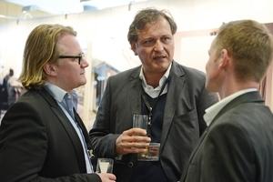 """Im Dialog v.l.n.r.: Jan-Philip Keinemann (GSF Planungsgesellschaft), Andreas Veauthier (Veauthier Meyer Architekten, Architekt des Schwimmbad des Jahres """"Schwimmhalle Finckensteinallee, Berlin), Marcus Kuczer (Schomburg GmbH)"""