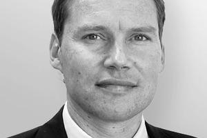 """<div class=""""autor_linie""""></div><div class=""""dachzeile"""">Autor</div><div class=""""autor_linie""""></div><div class=""""fliesstext_vita""""><span class=""""ueberschrift_hervorgehoben"""">Dr.-Ing. Stephan Hauser</span>, ist geschäftsführender Gesellschafter der Ducon GmbH in Mörfelden-Walldorf. Nach dem Studium des Bauingenieurwesens an der TU Darmstadt arbeitete er u.a. für die Philipp Holzmann AG und die Hochtief AG als Projektleiter. Als wissenschaftlicher Mitarbeiter an der TU Darmstadt promovierte Hauser auf dem Gebiet der innovativen Baustoffe. Nach langjährigen Erfahrungen im Bereich Technik, Forschung und Entwicklung sowie im operativen Bereich in der Bauwirtschaft machte sich Stephan Hauser 2004 mit seiner Erfindung Ducon selbständig.</div>"""