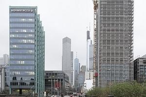 """Das """"Main Tor"""", ein Gebäudeensemble, das dem Entwicklungsgebiet am Main seinen Namen gibt<br />"""