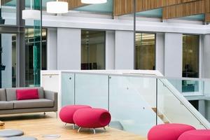 Jede Ebene hat eine eigene Farbe, damit den Studenten und den Lehrkräften die Orientierung im Gebäude leichter fällt<br />