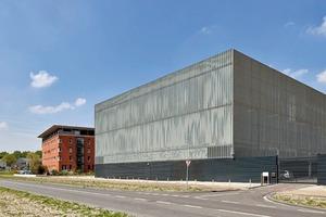 Das Datacenter in Delft hinter einer Fassade aus Blechprofilrosten