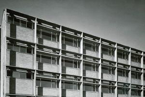 Ferdinand Kramer baute sehrmaterialschonend, filigran aberstabil.Die Stützen sind extrem schlank, die Betonrippendecken nur 5cm stark. Sie nehmen Lasten vonbis zu 500 kg/m² auf