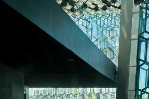 Die Fassadenelemente bestehen aus Stahl und Glas und bilden eine statische Einheit<br />