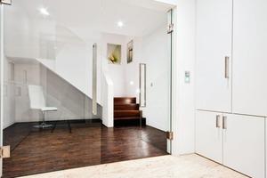 Das Licht in den Flur- und Treppenbereichen wird über Präsenzmelder aktiviert<br />
