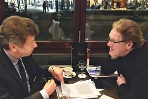 Vielbeschäftitgt: Wir trafen Prof. Garrecht an einem Großstadttransitort zum Paten-Gespräch