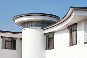 Eine reduzierte Linienführung bei der Dachrandausführung unterstützt die architektonische Gestaltung