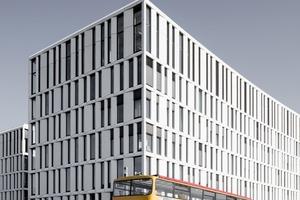 Da die Fertigteile speziell für das Gebäude entwickelt wurden und glasfaserverstärkter Beton nicht in den DIN-Vorschriften geregelt ist, war eine Zulassung im Einzelfall erforderlich