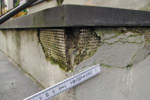 Bild3: Ablösung des Putzes im Eckbereich Stoßfläche/Wange
