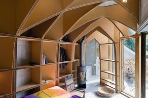 Eines der Schlafzimmer ist mit Einbauten aus Pappkarton gestaltet<br />