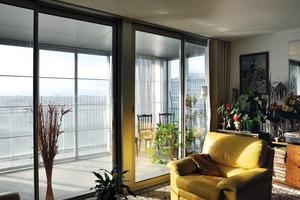 Die gewonnenen Quadratmeter erweitern den Wohnbereich beträchtlich. Dabei sind lichtdurchflutete Räume entstanden
