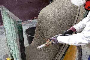 Abb. 8: Manuelle Spritzbetonage zur Herstellung eines Betonstuhls