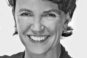 """<div class=""""fliesstext_vita"""">Dipl.-Ing. Architektin Claudia Roggenkämper<br />Projektpartnerin der HPP Hentrich-Petschnigg &amp; Partner GmbH + Co. KG &nbsp;<br />www.hpp.com<br />&nbsp;<br />Claudia Roggenkämper wurde 1967 in Düsseldorf geboren. Nach ihrem Architekturstudium in Dortmund arbeitete sie bei RKW Architektur und Städtbau, zunächst in der Ausführungsplanung, seit 1997 als Projektleiterin. Nach ihrer Selbständigkeit als freie Architektin und als Inhaberin einer Veranstaltungsagentur kam sie 2007 zu HPP. Seit Anfang 2010 ist Claudia Roggenkämper Projektpartnerin der HPP Hentrich-Petschnigg &amp; Partner GmbH + Co. KG mit Schwerpunkten in Sanierung, Revitalisierung und Ausführungsplanung. Sie ist die verantwortliche Partnerin bei HPP u.a. für die Sanierung des Dreischeibenhauses und der aktuellen Umbaumaßnahmen bei HSBC Trinkaus &amp; Burkhardt. Claudia Roggenkämper ist Mitglied in Richtlinien-Ausschüssen des VDI und der Architektenkammer NRW.</div>"""