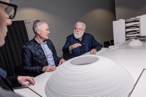 Architekten, Museumschef und James Turrell am Modell