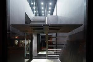 Foto 13: Die Treppe, die ins erste Obergeschoss führt wurde von sbp entworfen-Es ist die perfekte Visitenkarte für das leistungsfähige Ingenieurbüro!<br />