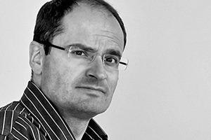 """<div class=""""fliesstext_vita""""><strong>GREDIG WALSER ARCHITEKTEN AG, Chur, Bad Ragaz/CH</strong><br />Joos Gredig, Dipl. Architekt ETH SIA NDS-FH ENBAU<br />1967 geboren<br />1987–1993Architekturstudium an der ETH Zürich/CH<br />1989–1997Mitarbeit unter anderem bei Peter Zumthor, Bruno Jori, Hans Peter Menn und Marcel Liesch</div><div class=""""fliesstext_vita"""">seit 1997Zusammenarbeit mit Peter Walser, Bad Ragaz/CH<br />seit 2011Teilhaber GREDIG WALSER ARCHITEKTEN AG</div>"""