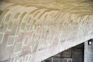 Brückenunterseite mit sanierten Korrosionsschäden