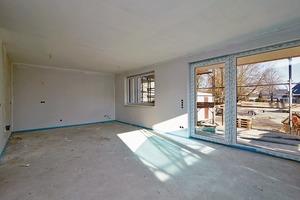 Die Bedarfsanalyse zeigte: Bodentiefe Fenster sind nur bei Balkonen und Austritten notwendig. Im Vordergrund steht für die Bewohner ausreichend Abstellfläche