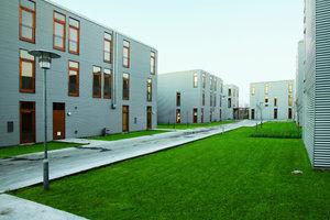 Es war ein Experiment: Sie wollten beweisen, dass Architekten auch sehr günstig bauen können. Es entstand günstiger Wohnraum. Hier sind junge Paare, Singles, Alleinerziehende, Familien und Senioren eingezogen